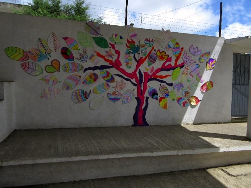 アートワークショップ「校庭の木を想像し、創造する」